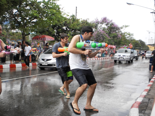 Songkran: Water fight in the city